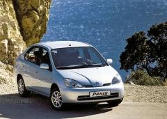 První generace Toyoty Prius vyjela za zákazníky vroce 1997. Zásluhou vysoké kvality zpracování mnoho těchto vozů stále spolehlivě funguje