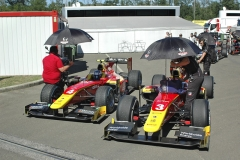 V týmu Racing Engineering startují Švéd Gustav Malja (číslo 4) a Louis Délétraz, syn švýcarského závodníka formule 1 Jean-Denise Délétraza