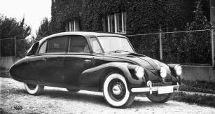 Tatra 87 ročníku 1938 s celokovovou karoserií a volantem vpravo