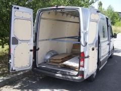 crafter-Nákladový prostor je přístupný zpravé strany posuvnými dveřmi, nebo zadními symetricky dělenými dveřmi