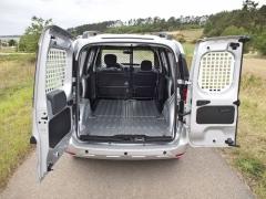 dacia-Nákladový prostor je velmi dobře přístupný zadními asymetricky dělenými dveřmi
