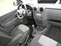 dacia - Prostorné pracoviště řidiče svýbavou Ambiance bylo doplněno o multimediální systém snavigací