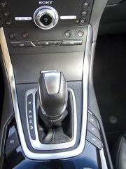 ford-Vedle voliče jízdních režimů jsou elektrická parkovací brzda, ale také důležitý vypínač systému Stop/Start