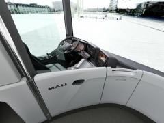 Elegantní oddělení prostoru řidiče od prostoru pro cestující