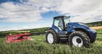Traktor New Holland poháněný motorem na metan