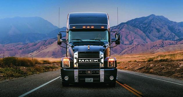 Silné tvary, chromování aindustriální doplňky – to je opravdový Mack.