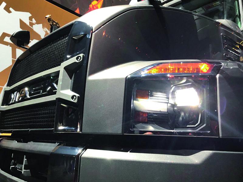 Mack Anthem disponuje vnějším osvětlením typu LED.