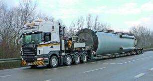 Skupina dopravních společností BigMove využívá celou flotilu nízkopodlažních návěsů Faymonville Mega MAX.
