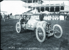 Vzávodní voituretě Lion-Peugeot vroce 1908 naGrand Prix des Voiturettes vDieppe.