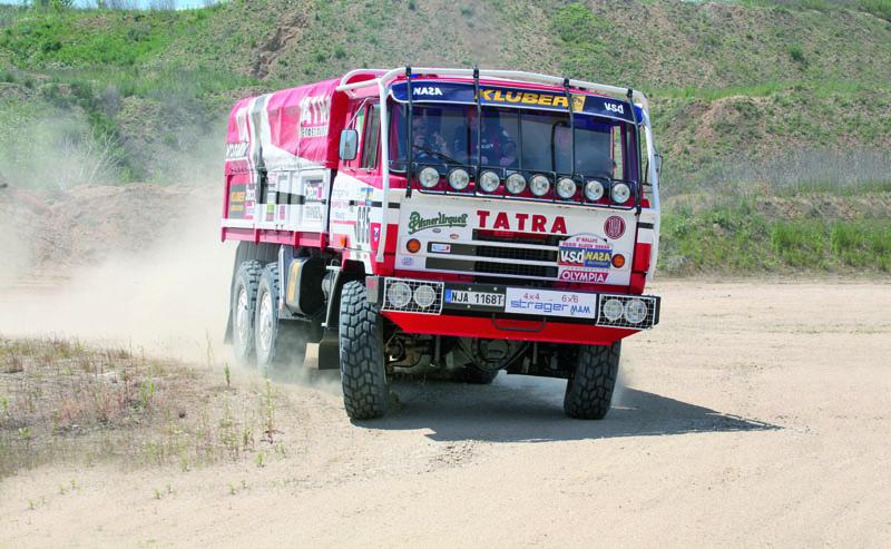 """Ipotřiceti letech stojí zato se posadit zavolant speciálu T 815 VE6x6 """"Ostrý-II"""" startovní číslo 635 – Dakar 1986. Dvanáctiválcový motor Tatra je prostě paráda."""
