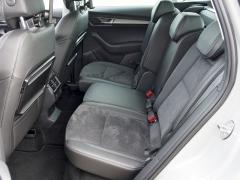 V kombinaci spaketem VarioFlex jsou zadní sedadla podélně posuvná a mají regulovatelný sklon opěradel