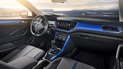 Pracoviště řidiče může být vyvedeno v kontrastních barevných kombinacích