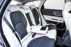 Na zadních sedadlech je ve srovnání se sedanem více prostoru pro hlavu