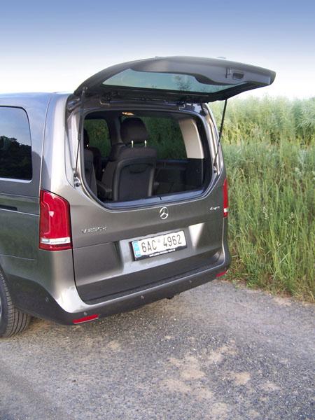 mb-Drobnější zavazadla lze naložit po odklopení zadního okna