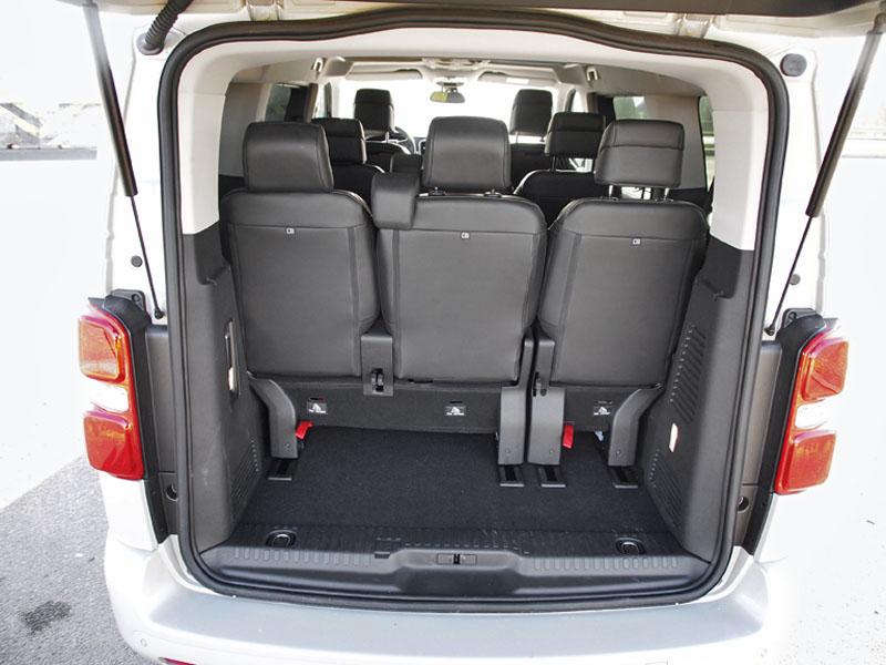 """peugeot-Zavazadlový prostor je krátký, je nutné zavazadla """"stohovat"""""""
