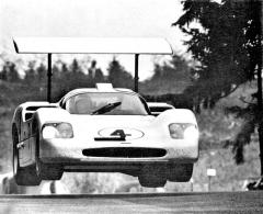 K velkým závodům patřilo 1000 km Nürburgringu pro sportovní prototypy; Chaparral-Chevy V8 posádky Phil Hill/Mike Spence vročníku 1967 odpadl