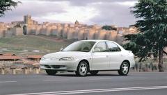 Hyundai Elantra druhé generace (výroba v letech 1995 – 2000)