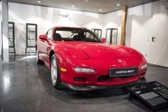 Mazda RX-7 z roku 1992 s dvoukomorovým rotačním motorem o výkonu 176 kW (240 k)