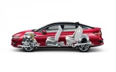 Nová generace Hondy Clarity má zcela přepracované rozmístění jednotlivých komponentů vodíkové hnací soustavy. Vpředu je motor s palivovým článkem, pod první řadou sedadel akumulátor a vzadu nádrže na vodík