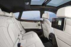 Mimořádný komfort na zadních sedadlech je dán nejen zvětšeným prostorem pro hlavu i nohy, ale také možností nastavení sklonu opěradel