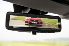 Vnitřní zpětné zrcátko může zobrazovat prostor za vozem