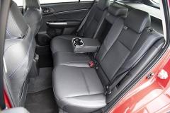 Zadní sedadla mají opěradla dělená vpraktickém poměru 40:20:40