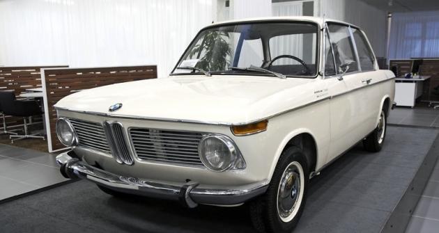 BMW 1600-2 (1967). Tento vůz byl spolu s dalšími pěti automobily BMW vystaven na brněnském strojírenském veletrhu v roce 1967 a od té chvíle již Brno neopustil. Po skončení veletrhu jej přímo na výstavišti koupil pan Hrubý a Miloš Vránek se mu o něj v následujících dekádách staral. V roce 1994 dostal pan Vránek příležitost vůz odkoupit a využil jí. Automobil je ve zcela původním stavu