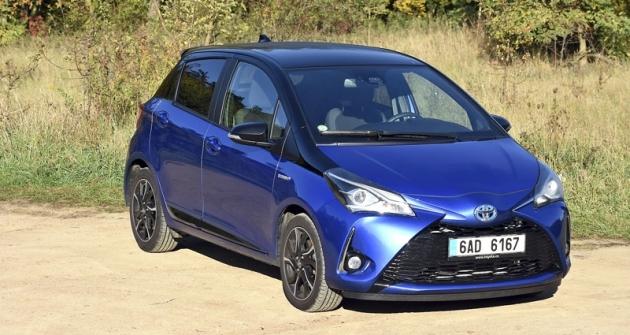 Toyota Yaris Hybrid ve svém aktuálním provedení vyniká výraznou přídí