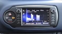 Dotyková obrazovka ukazuje toky energií iužitečné statistiky jízdy