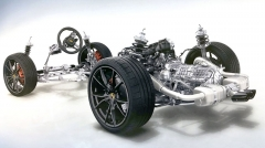 Modely 718 Boxster/Cayman mají motory uložené podélně před zadní nápravou, převodovka je naopak za nápravou (hnací soustava je tedy ve srovnání s typem 911 otočená o 180 stupňů)