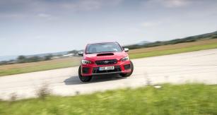 Videotest Subaru WRX STI je k vidění na facebookovém profilu časopisu Automobil