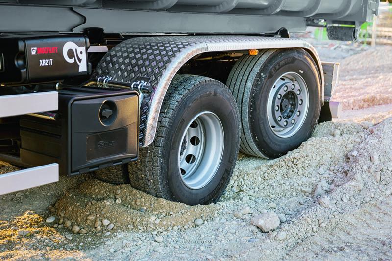Vo vozidlách Stralis X-WAY sa spájajú moderné technológie pre jazdu nacestách spresláveným podvozkom terénnych vozidiel Iveco, ktorý sa stal porovnávacím meradlom robustnosti vodvetví.
