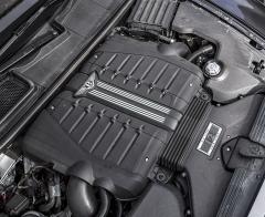 Do detailu přepracovaný motor W12 je vybaven vypínáním poloviny válců
