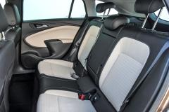 Prostorem pro kolena Astra na Octavii nestačí, ale nabízí více než například Hyundai i30 nebo Peugeot 308