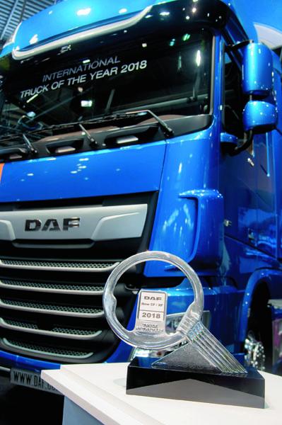 Prestižní titul truck of the Year 2018 získala holandská automobilka DAF Trucks zavozidla modelových řad CF aXF. Porazila vsouboji otitul pro rok 2018 Iveco NP aScanii XT.