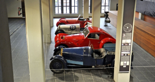 Francouzské národní automobilové muzeum připravilo výstavku automobilů Lambert kpadesátému výročí veřejnosti neznámé značky