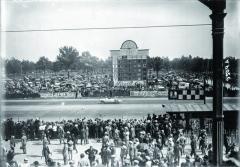 Ferdinando Minoia sjedničkou navoze Benz během památné Grand Prix Itálie (Evropy) 1923.
