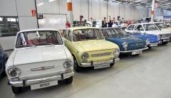 Španělské variace na téma Fiat 850. Čtyřdveřové a o 15 cm prodloužené provedení (druhé zleva) vyvinuli a vyráběli uSeatu, Fiat tuto verzi nikdy nenabízel