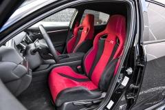 Vynikající, výrazně tvarovaná sedadla modelu Civic Type R patří ktomu nejlepšímu, co je aktuálně v daném segmentu k dispozici