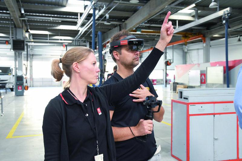 Instruktáž před samotným započetím praktického využití programu kontroly kvality výroby motoru.