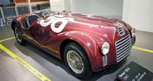 První typ Ferrari 125S zroku 1947 vprovedení spontonovou karoserií