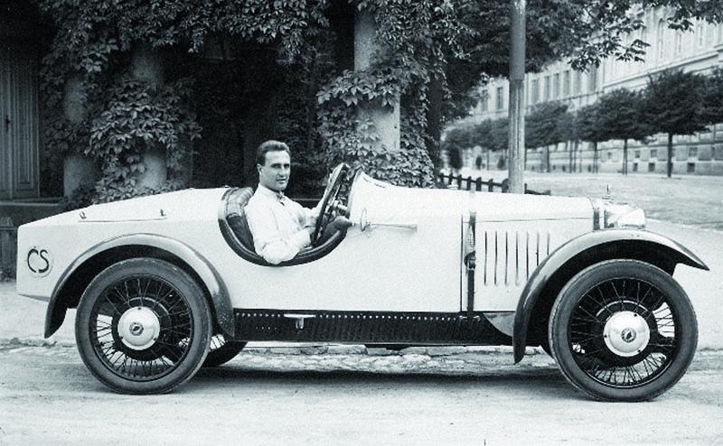 """Karel Tunal Divíšek, všesportovec zBrna, získal jako soukromý jezdec celou řadu zajímavých umístění avítězství narůzných, většinou lokálních závodech sněkolika variantami sportovních vozidel """"Z"""". Fotografie zroku 1929."""