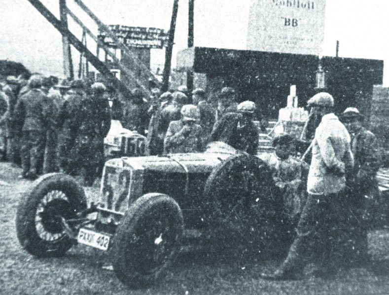 Původní sportovní vůz Z18 vprovedení S30 zasáhl též dodění I. ročníku mezinárodních závodů naMasarykově okruhu.