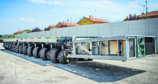 Dve spojené nákladné plošiny  Cometto MSPE 48 t s hnacím systémom.