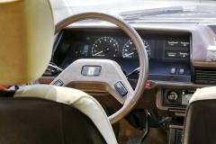 Každá Toyota měla dříve svůj vlastní znak, umístěný zpravidla na volantu. Ten jejednoduchý, dvouramenný svelkým průměrem