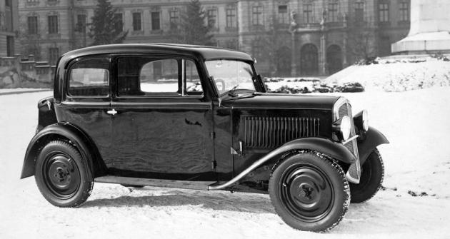 Jeden z prvních deseti vozů Škoda 420 na snímku pořízeném vlednu 1933