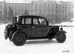 V základním provedení měla Škoda 420 dvoudveřovou uzavřenou karoserii