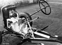 Škoda 420 měla čtyřválec 995 cm3 vbloku střístupňovou převodovkou