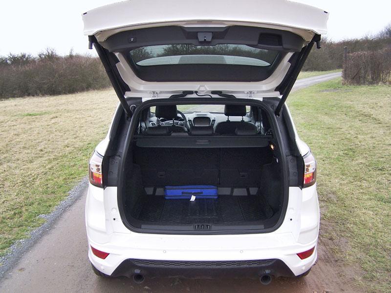 Ford – Pod podlahou zavazadlového prostoru potěšila dojezdová rezerva