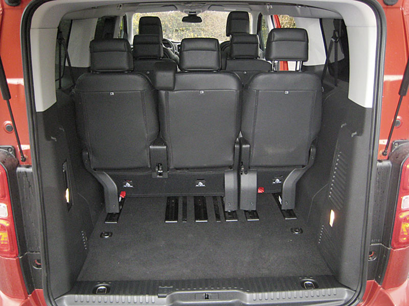 Delší zadní převis významně zvětšuje objem zavazadlového prostoru